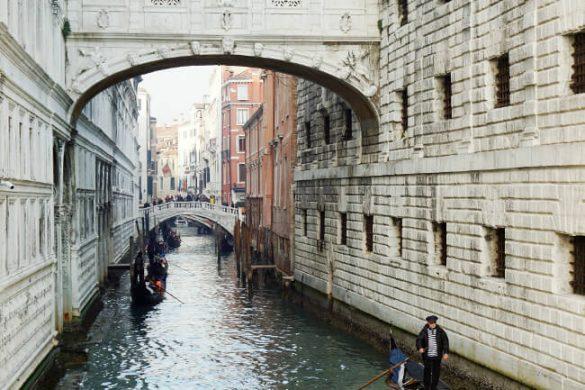 Ponte dei Sospiri è una delle tappe fondamentali per visitare venezia in un giorno.