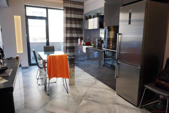 Cucina dell'appartamento silver springs di sofia.