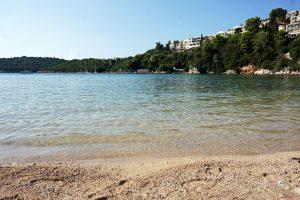 Il mare della spiaggia di bella vraka