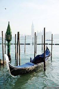 visitare venezia a piedi in un giorno: gondola a piazza san marco