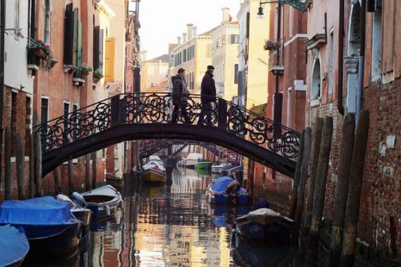 venezia in un giorno: riflessi sui canali