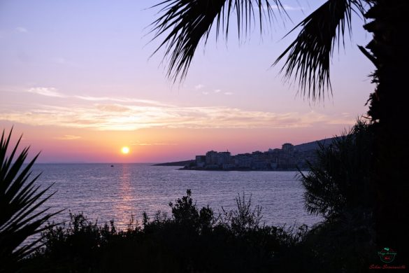 tramonto sulla città di saranda in albania