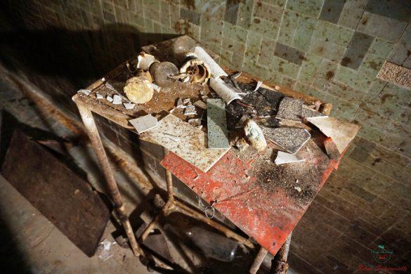ex albergo diurno modena: oggetti rotti