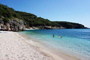 spiaggia di mega drafi a sivota grecia