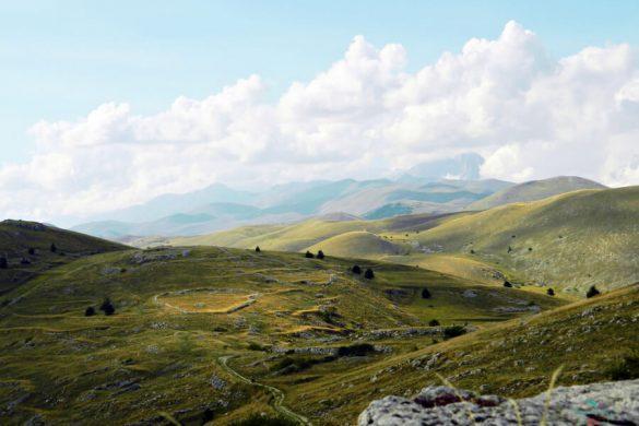 panorama da rocca calascio, posto perfetto per una vacanza nella natura