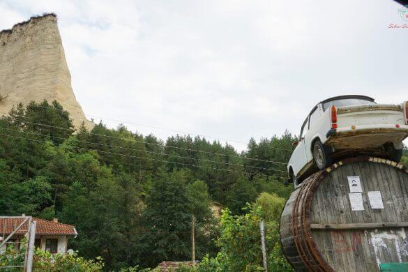 scorcio su piramide di melnik in bulgaria