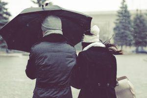 cosa mettere in valigia in autunno: ombrello