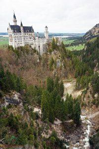 il castello di neuschwanstein sorge su una rupe