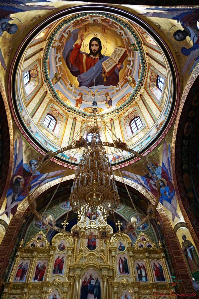 interno di una chiesa al monastero di curchi