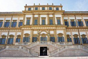 la facciata della villa reale di monza