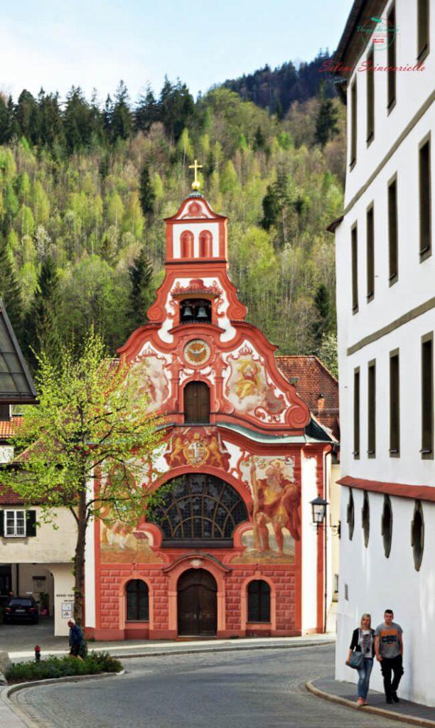 chiesa nel centro di fussen, luogo da visitare nei dintorni di neuschwanstein