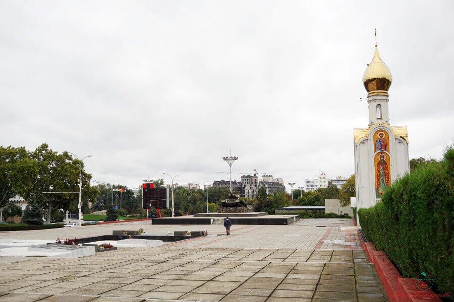 Carroarmato e Cappella di San Giorgio a Tiraspol.