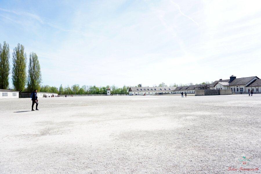 il piazzale dell'appello del campo di concentramento di dachau
