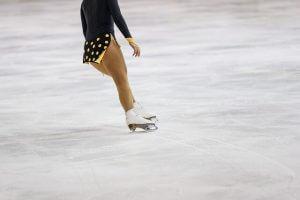 pattinare sul ghiaccio è una delle cose da fare a genova in inverno