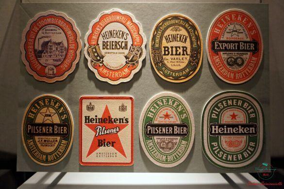 Sottobicchieri in mostra all'Heineken Experience.