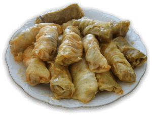 le sarma sono uno dei piatti tipici della cucina kosovara. Lahana_sarma.JPG: Vitaan26 (probably)derivative work: Vearthy [Public domain]