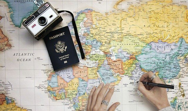 cartina geografica e passaporto