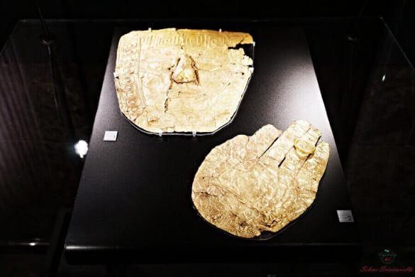 maschera dorata conservata al museo archeologico di skopje