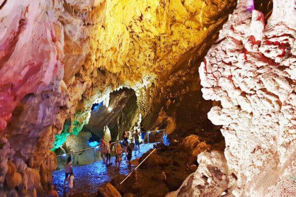 la grotta visitabile al matka canyon
