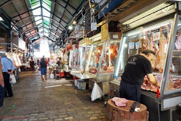 macellaio al mercato di kapani a salonicco