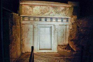 facciata tombe di vergina. Panegyrics of Granovetter (Sarah Murray) / Public domain