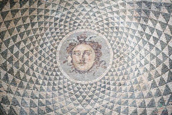 mosaico medusa al museo archeologico di patrasso