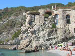 spiaggia del gigante a monterosso. giomodica / CC BY (https://creativecommons.org/licenses/by/3.0)