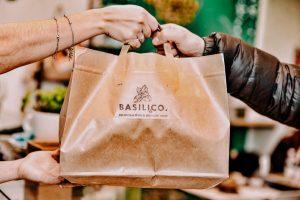 sacchetto take away di basili&co, ristorante genovese a varese