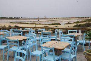 tavoli di mamma caura alle saline della laguna di marsala