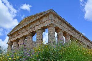 tempio di segesta una delle cose da vedere nei dintorni di san vito lo capo. Foto di Jonathan Smit da Pixabay