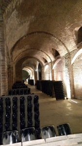 cantine sotterranee a canelli. Frukko / CC BY-SA (https://creativecommons.org/licenses/by-sa/4.0)