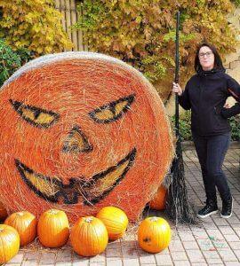 selene scinicariello, travel blogger di viaggi che mangi a gardaland ad halloween