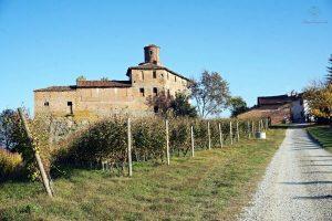 castello di la volta langhe