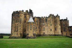 esterni del castello di alnwick, una delle locationdi downton abbey ad alnwick castle