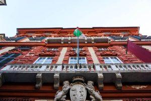 facciata di palazzo rosso, primo dei musei di strada nuova
