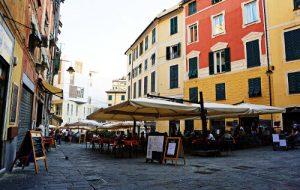 Piazza delle erbe è il centro della movida genovese e qui si trova il Gradisca Cafè, uno dei migliori bar per un aperitivo in centro a genova.