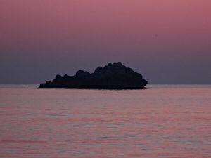 La Nave di Serapo, scoglio a largo della spiaggia.