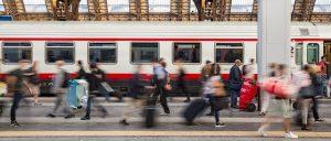 stazione milano centrale passeggeri. Foto di benfuenfundachtzig da Pixabay