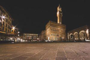 piazza della signoria di firenza di notte