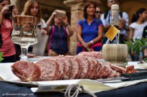 ciasculo da assaggiare nelle marche, una delle mete gastronomiche in italia a primavera