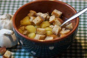 crostini di pane in una zuppa