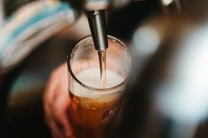 le migliori birrerie a genova servono birra alla spina come quella nella foto