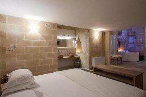 camera dell'hotel in pietra dove alloggiare a matera
