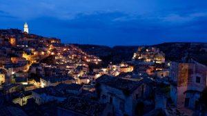 panorama su matera di sera. Photo by Alessio Roversi on Unsplash