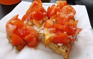 pane di triora con pomodoro e bruzzo
