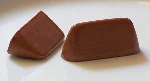 ginaduiotto, tipico cioccolatino di torino. Clop, Public domain, via Wikimedia Commons