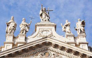 facciata di san giovanni laterano che puoi visitare con un free walking tour di roma in italiano