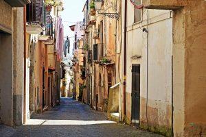 vicoli di minturno, uno dei borghi in provincia di latina