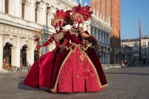cosa comprare a venezia: costumi di carnevale artigianali