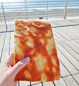 focaccia di genova in riva al mare